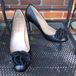 Ann Taylor • Black leather closed toe heels